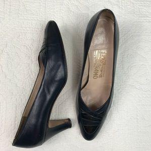 Vtg Salvatore Ferragamo Navy/black heels, 7B